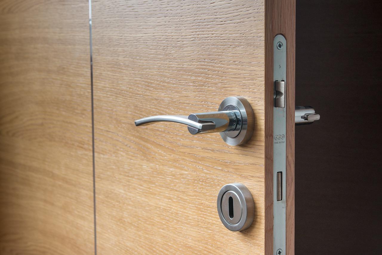 Faites appel à un serrurier pour ouvrir une porte fermée